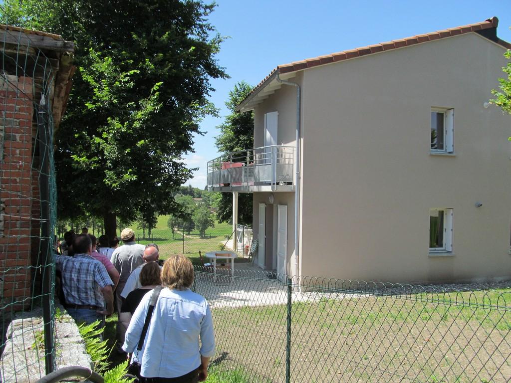 Equipes de la DDT visitant les 3 logements réalisés à Ytrac