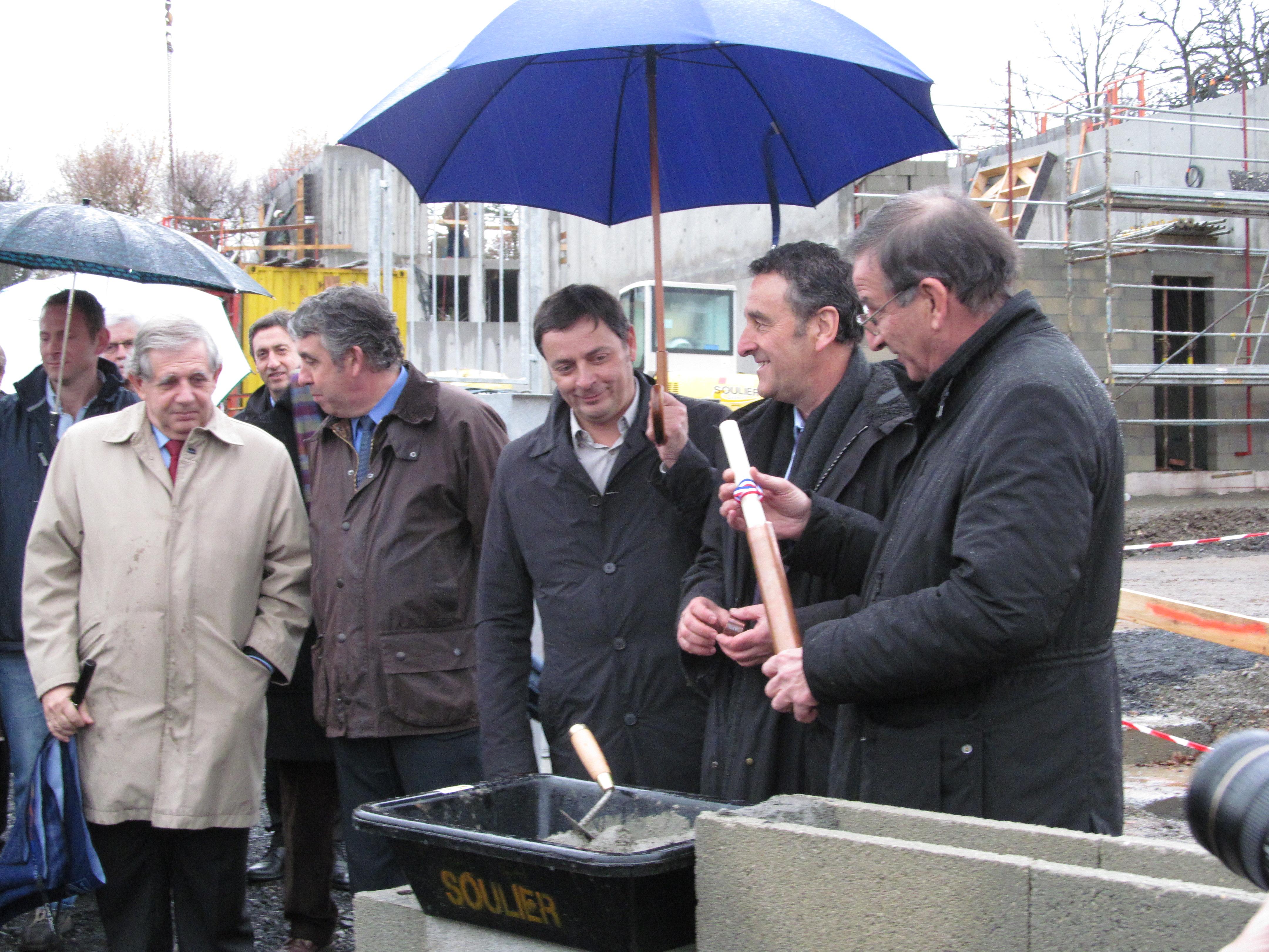 Pose premiere pierre éco-quartier de Tronquière 26 novembre 2012