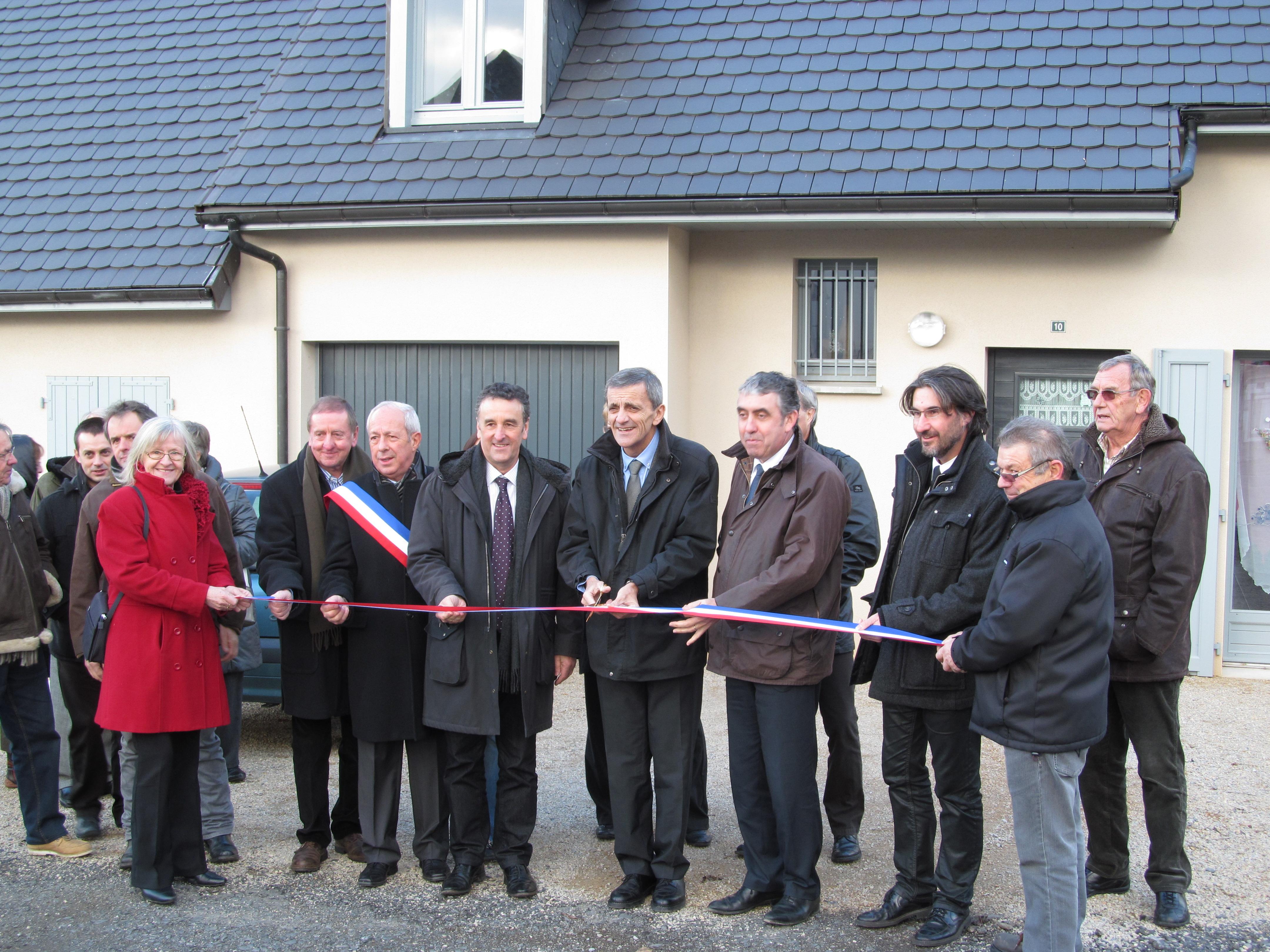 Inauguration de deux pavillons à Saignes le 30 novembre 2012